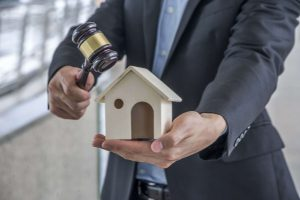 Auctioning Your House – Do's and Don'ts in Colorado Springs